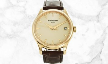 Patek Philippe Calatrava 5227J-001 Date and Sweep Seconds in Yellow Gold