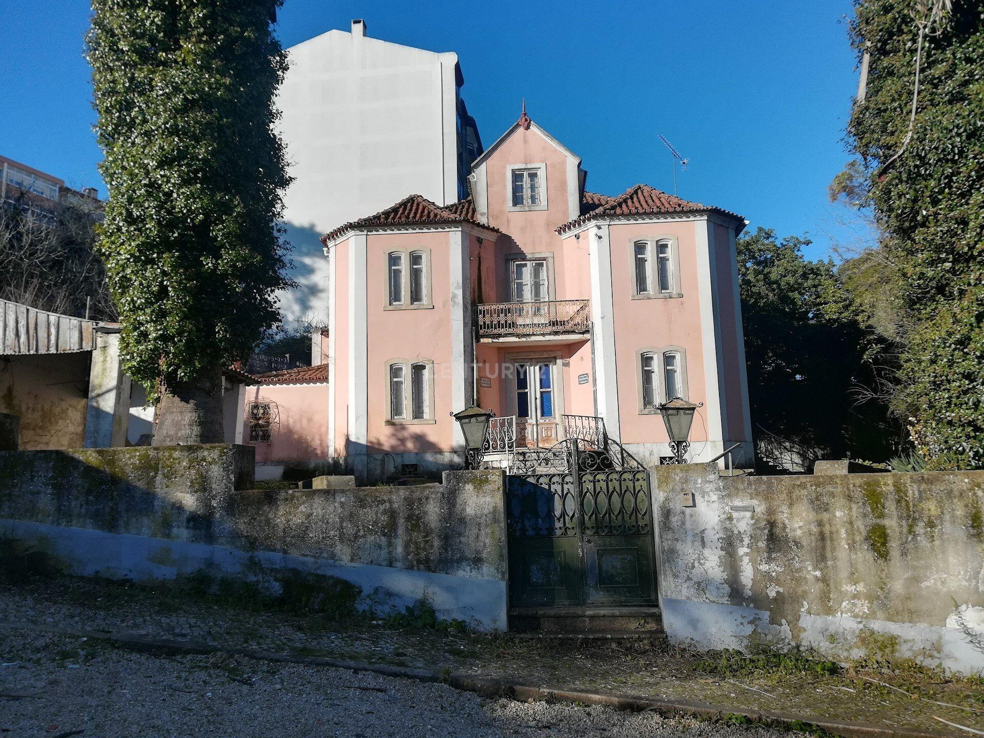 House in Belas, Lisbon, Portugal 1