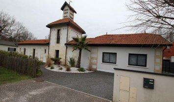 Villa in Saint-Jean-d'Illac, Nouvelle-Aquitaine, France 1
