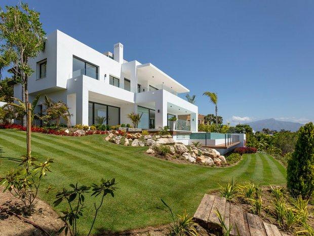 Villa in El Paraíso, Andalusia, Spain 1