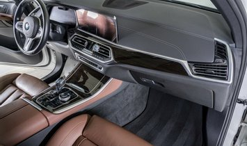 BMW X5 M50i
