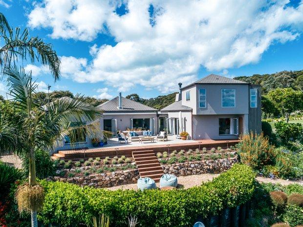 Land in Waiheke Island, Auckland, New Zealand 1