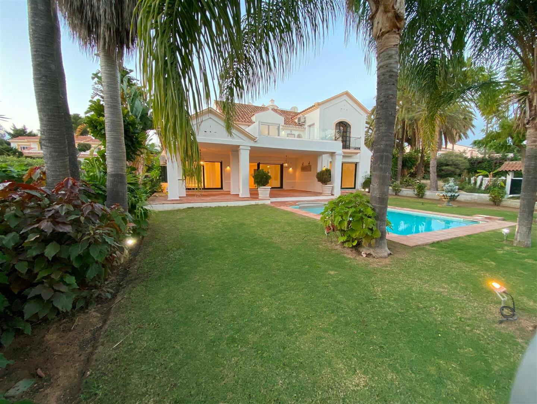 Villa in San Pedro de Alcántara, Andalusia, Spain 1 - 11335145