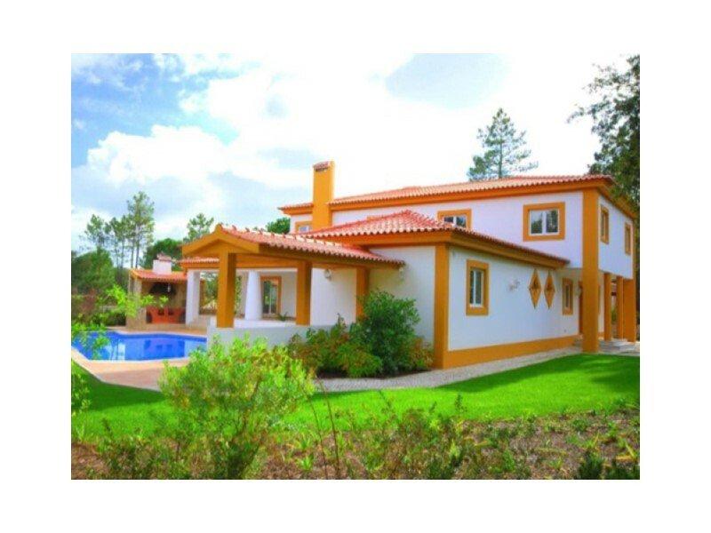 House in Quinta do Conde, Setubal, Portugal 1
