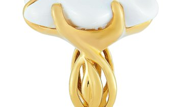 Chanel Chanel Camélia 18K Yellow Gold and White Agate Ring