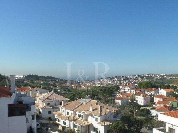 Apartment in Queijas, Lisbon, Portugal 1