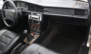 Mercedes-Benz 190E 2.3-16 5-Speed