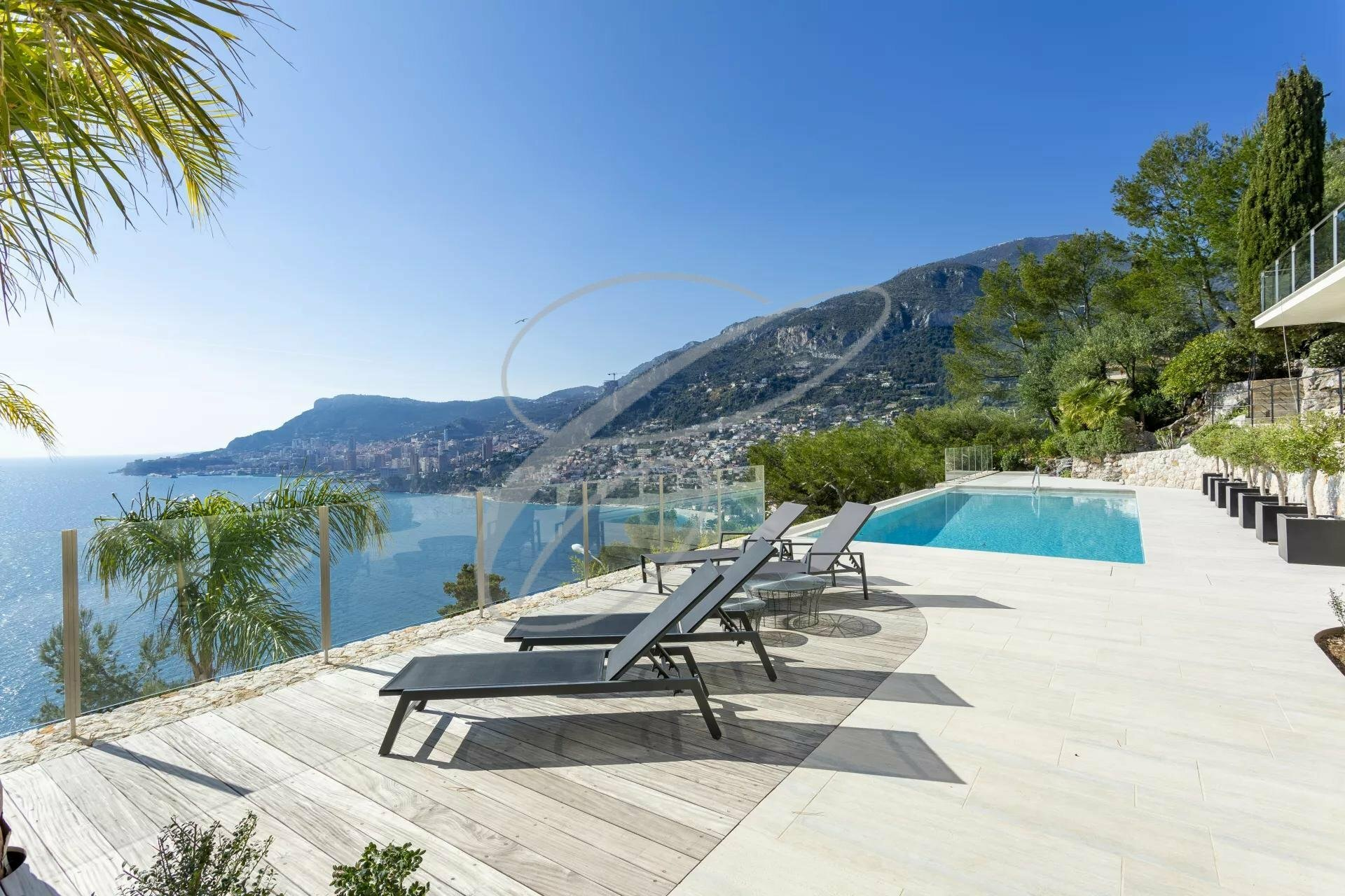 Villa in Roquebrune-Cap-Martin, Provence-Alpes-Côte d'Azur, France 1 - 10966446