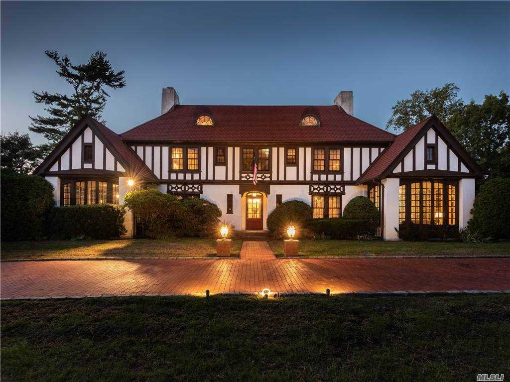 House in Garden City, New York, United States 1 - 11350159
