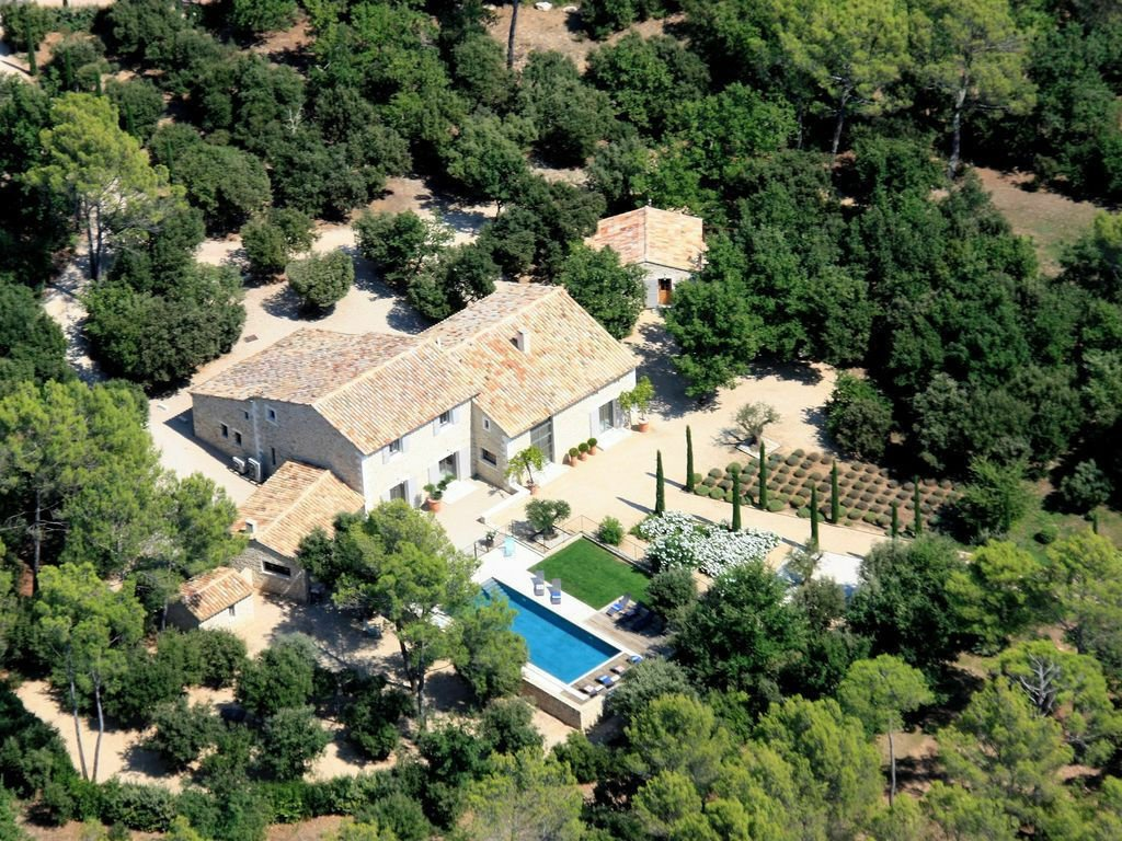 Estate in Saint-Saturnin-lès-Apt, Provence-Alpes-Côte d'Azur, France 1