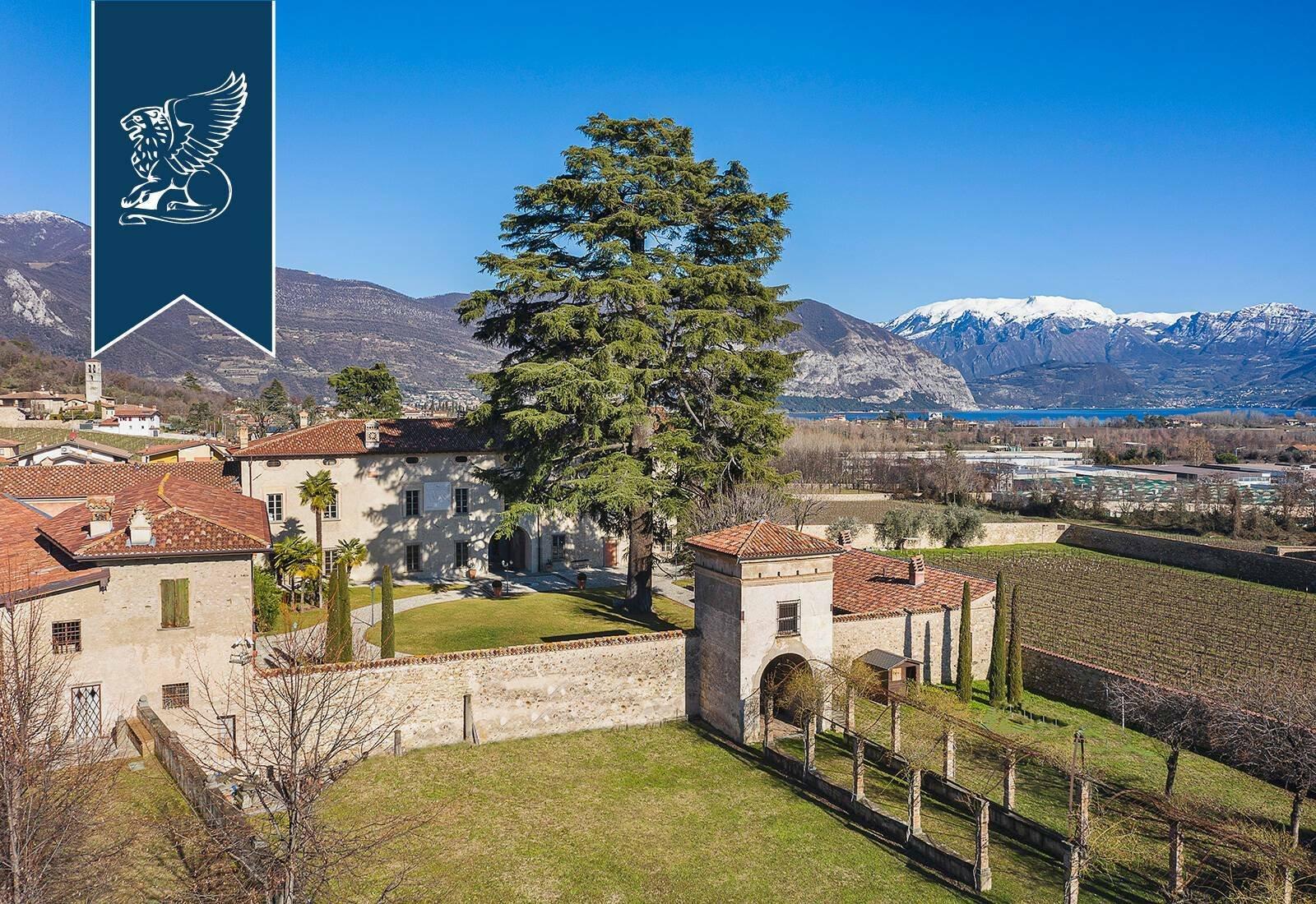 Villa in Cremignane, Lombardy, Italy 1
