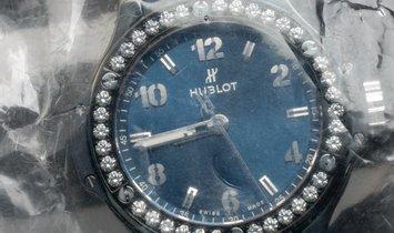 Hublot Big Bang 361.CM.7170.LR.1204  Ceramic Blue Diamonds Quartz Movement 38 mm