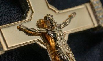 0.44 CT BESPOKE PAVE DIAMOND JESUS CROSS PENDANT IN 14K YELLOW GOLD