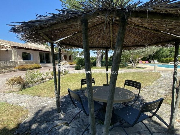 Villa in Robion, Provence-Alpes-Côte d'Azur, France 1