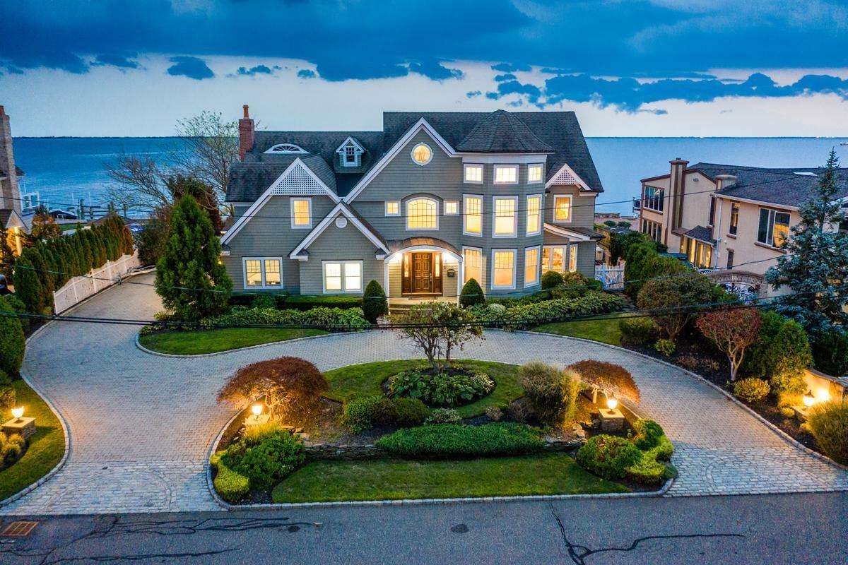House in Babylon, New York, United States 1