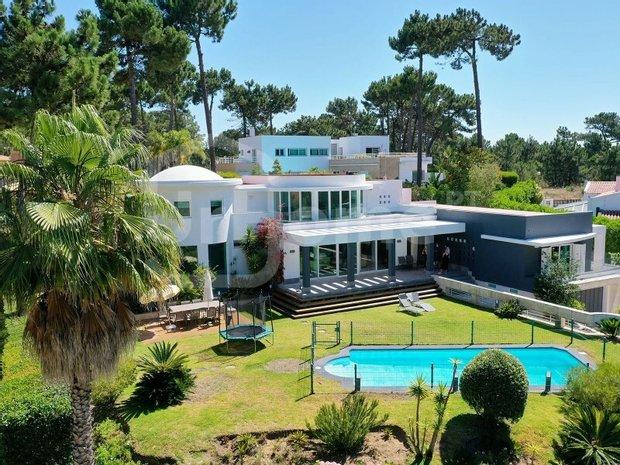House in Almada, Setubal, Portugal 1