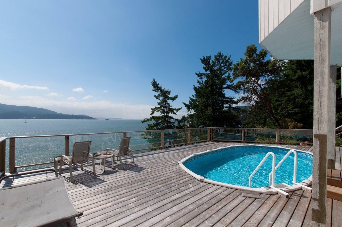 House in Bowen Island, British Columbia, Canada 1 - 11309626
