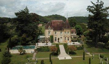 Castle in Sarlat-la-Canéda, Nouvelle-Aquitaine, France 1