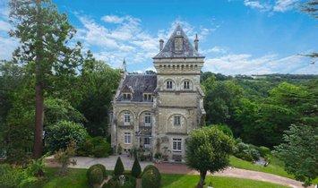 Castle in Niort, Nouvelle-Aquitaine, France 1