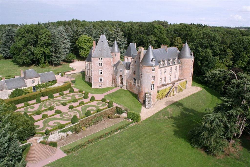Castle in Aubigny-sur-Nère, Centre-Val de Loire, France 1 - 10719084