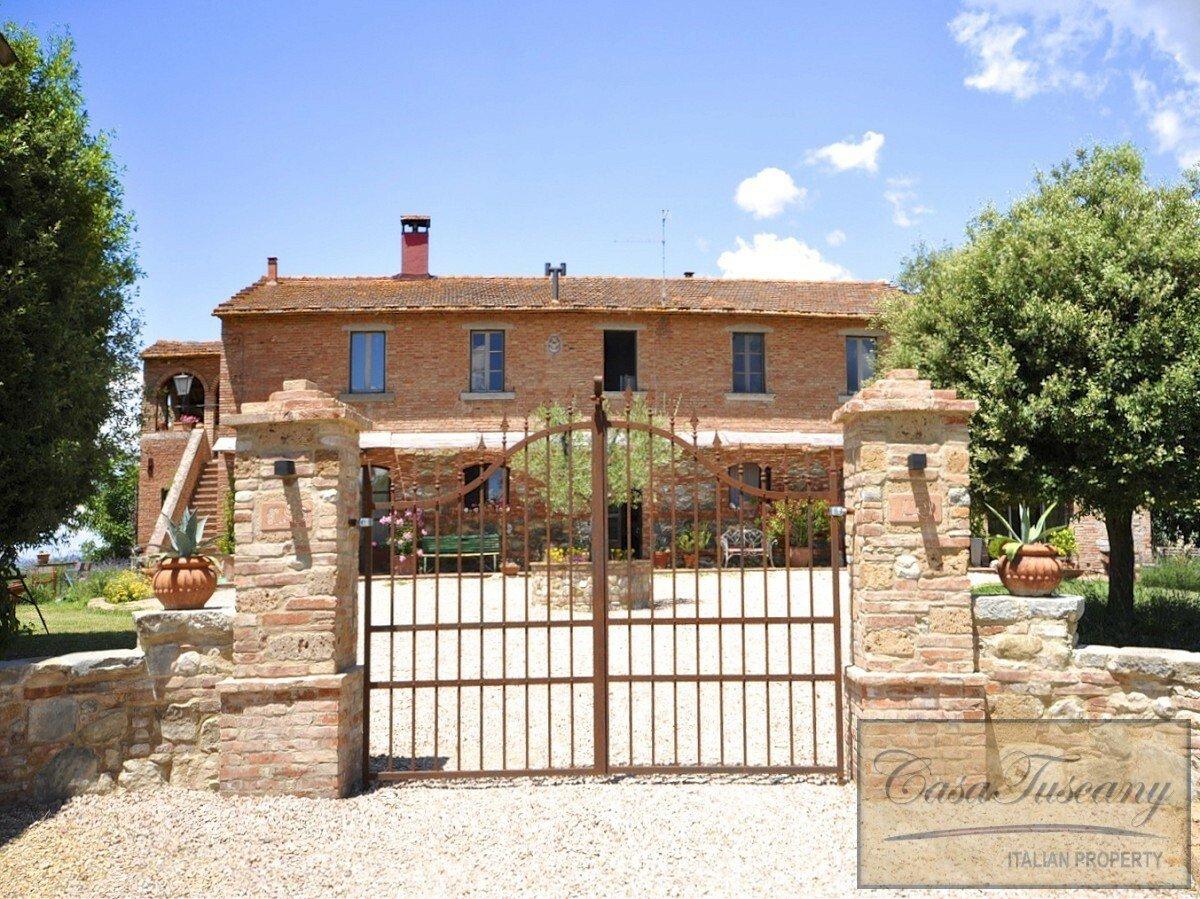 House in Castiglione del Lago, Umbria, Italy 1 - 11382446