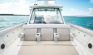 Boston Whaler Outrage Center Console