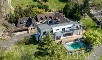 House in Pau, Nouvelle-Aquitaine, France 1
