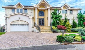 House in Merrick, New York, United States 1