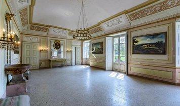 Huis in Novara, Piëmont, Italië 1