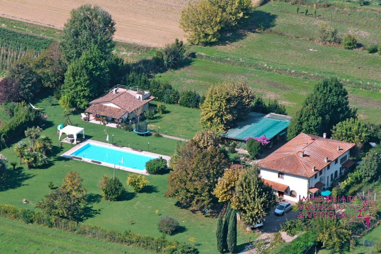 Villa a Capezzano Pianore, Toscana, Italia 1 - 11406134