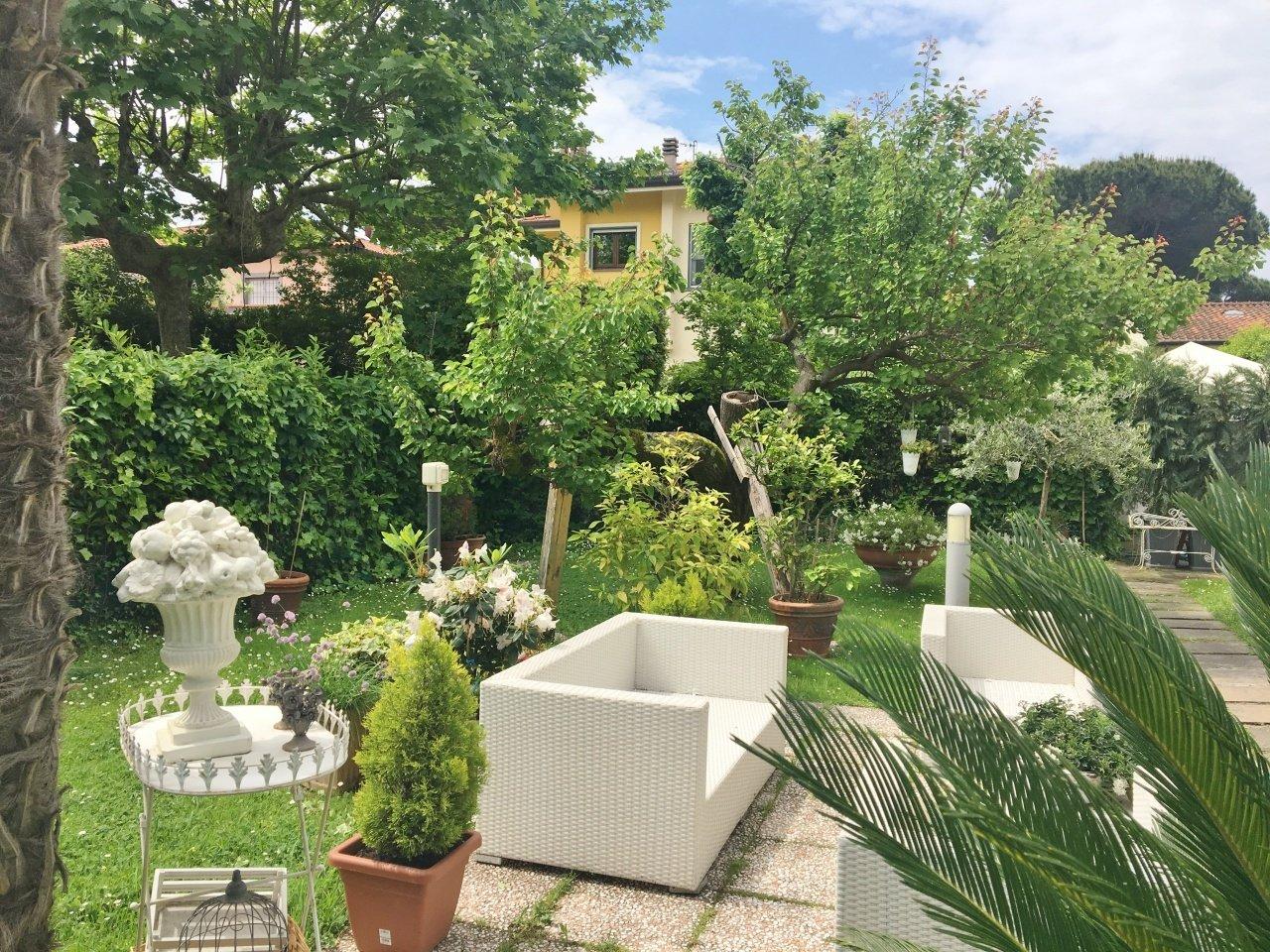 Villa a Camaiore, Toscana, Italia 1 - 11406167