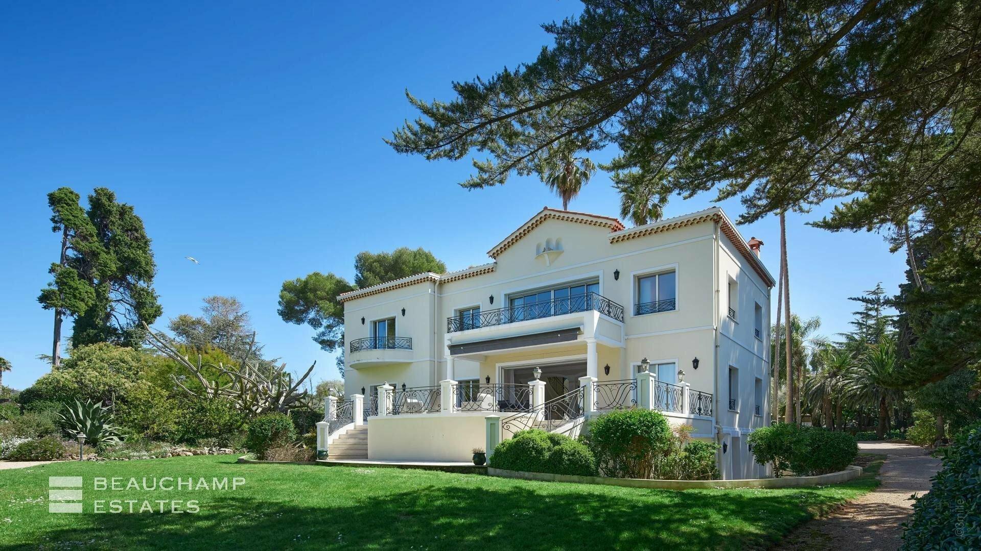 Villa in Antibes, Provence-Alpes-Côte d'Azur, France 1 - 11409760