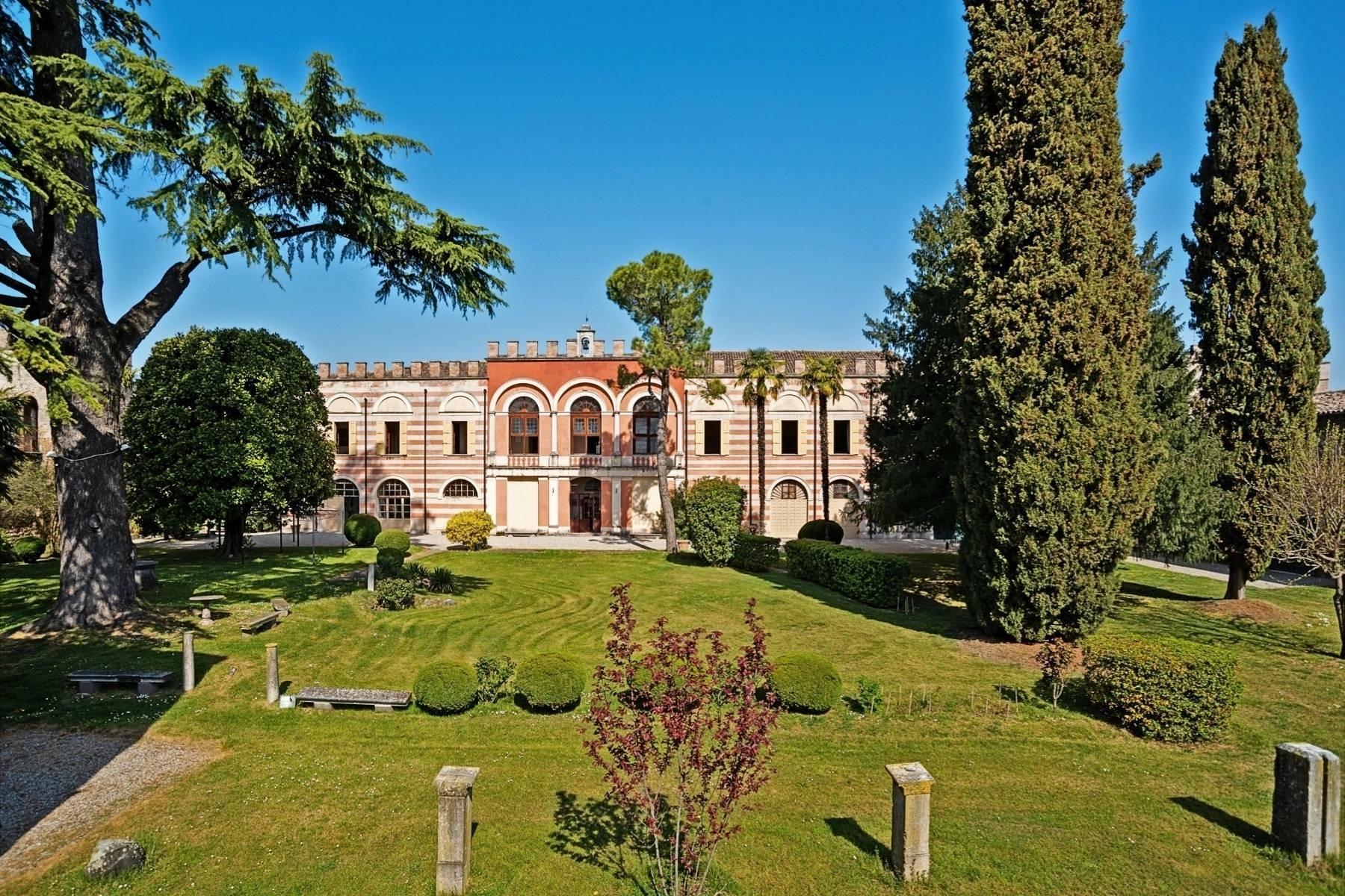 House in Castellaro Lagusello, Lombardy, Italy 1