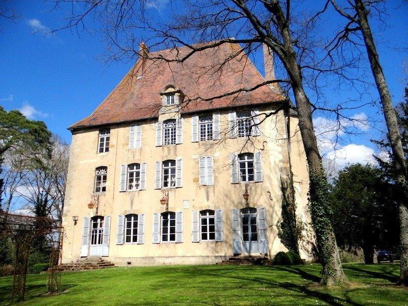 Castle in Néris-les-Bains, Auvergne-Rhône-Alpes, France 1 - 11417429