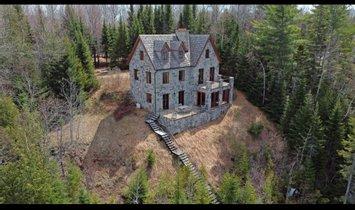 Casa a Saint-Alexis-des-Monts, Québec, Canada 1