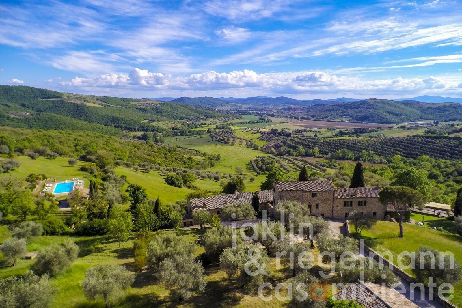 Estate in Passignano sul Trasimeno, Umbria, Italy 1 - 11425536