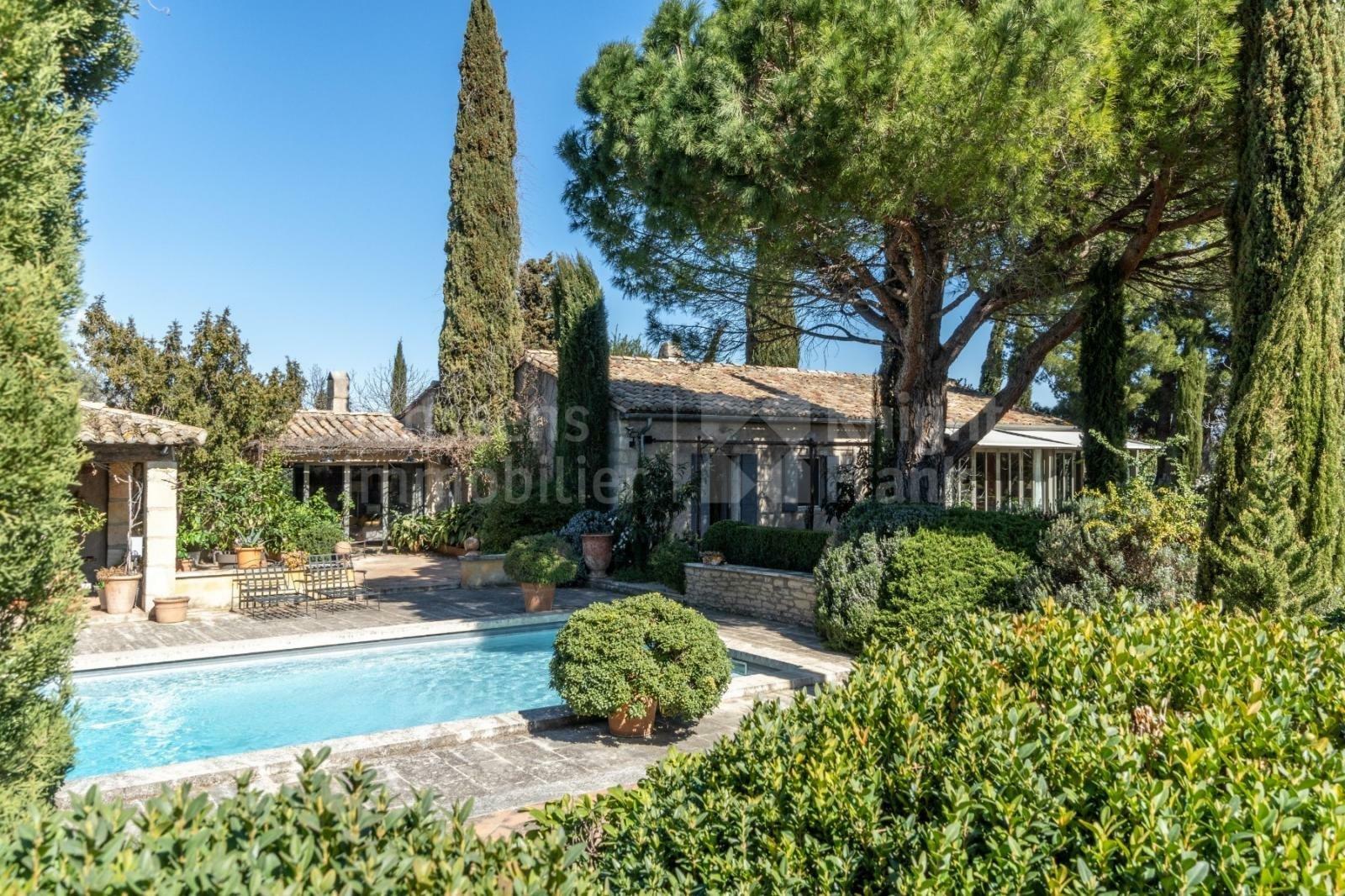 Villa a Eygalières, Provenza-Alpi-Costa Azzurra, Francia 1 - 11434654