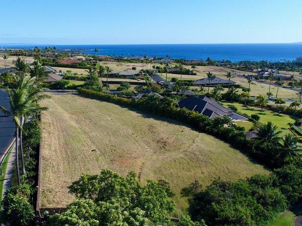 Land in Lahaina, Hawaii, United States 1