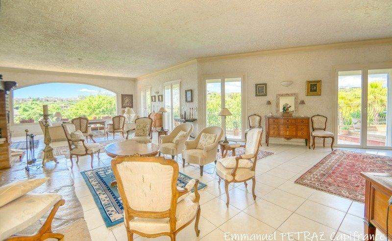 Villa in Villeneuve-Loubet, Provence-Alpes-Côte d'Azur, France 1 - 11450530
