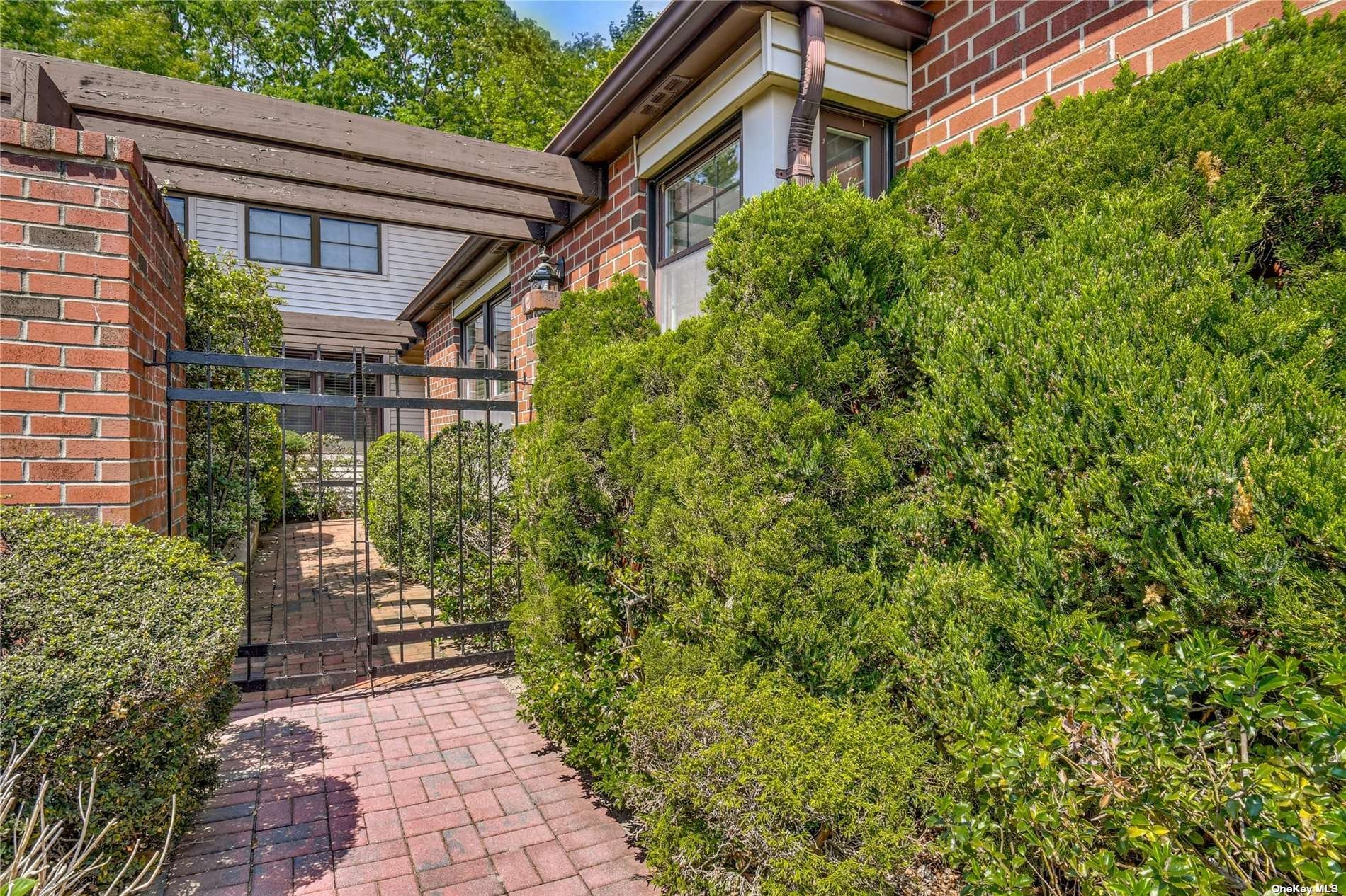 House in Manhasset, New York, United States 1 - 11464064