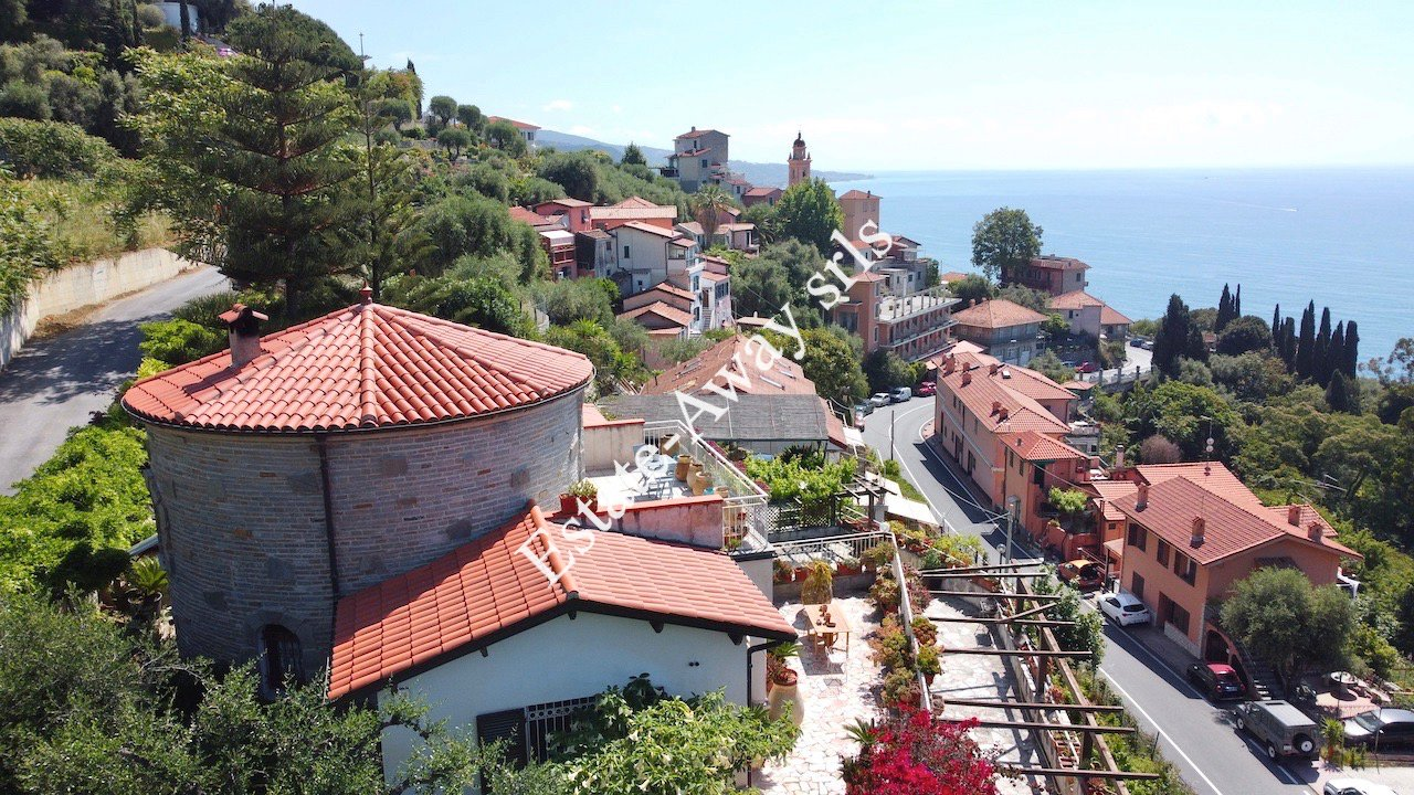 Villa a Latte, Liguria, Italia 1 - 11427249