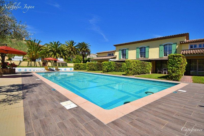 Villa in Saint-Tropez, Provence-Alpes-Côte d'Azur, Frankreich 1 - 11331346