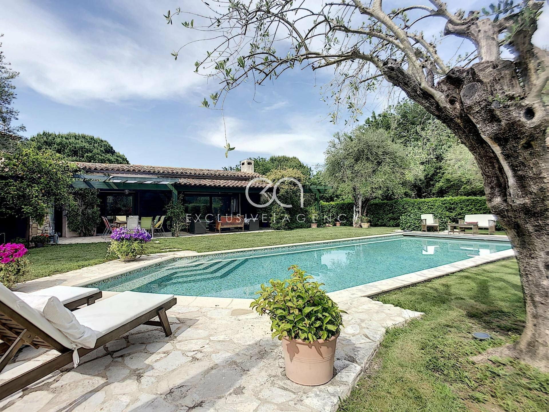 Villa in Mougins, Provence-Alpes-Côte d'Azur, France 1 - 11452061