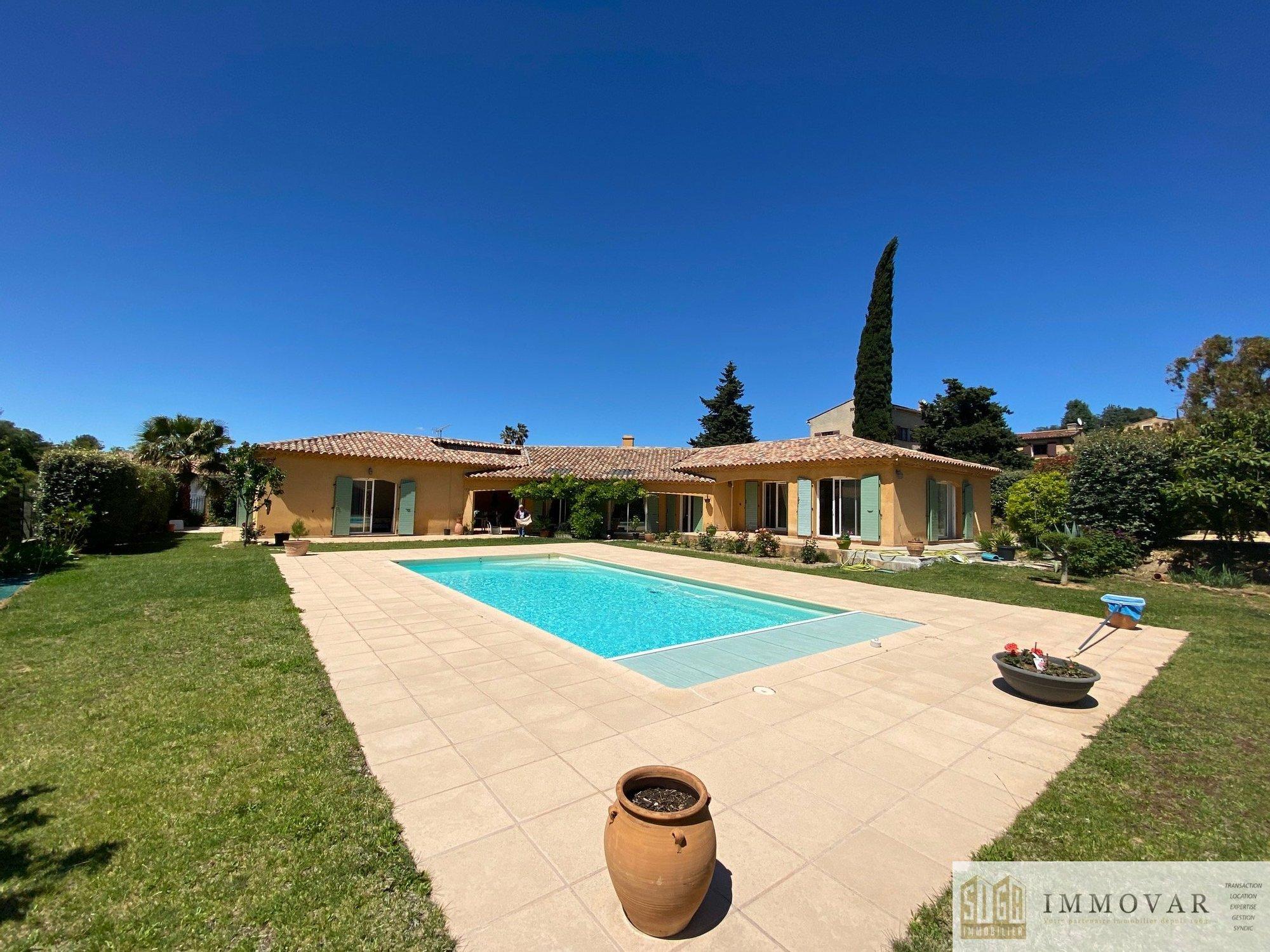 Villa in La Cadière-d'Azur, Provence-Alpes-Côte d'Azur, France 1 - 11488699