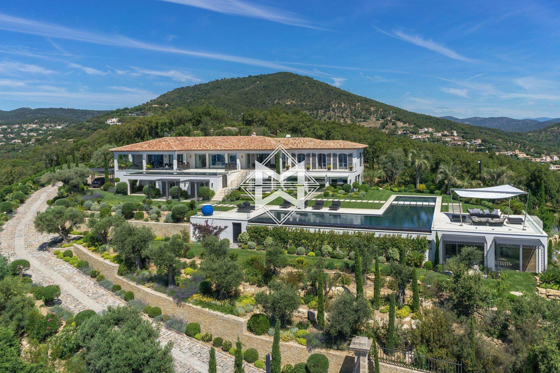 Villa in Grimaud, Provence-Alpes-Côte d'Azur, France 1 - 11497713