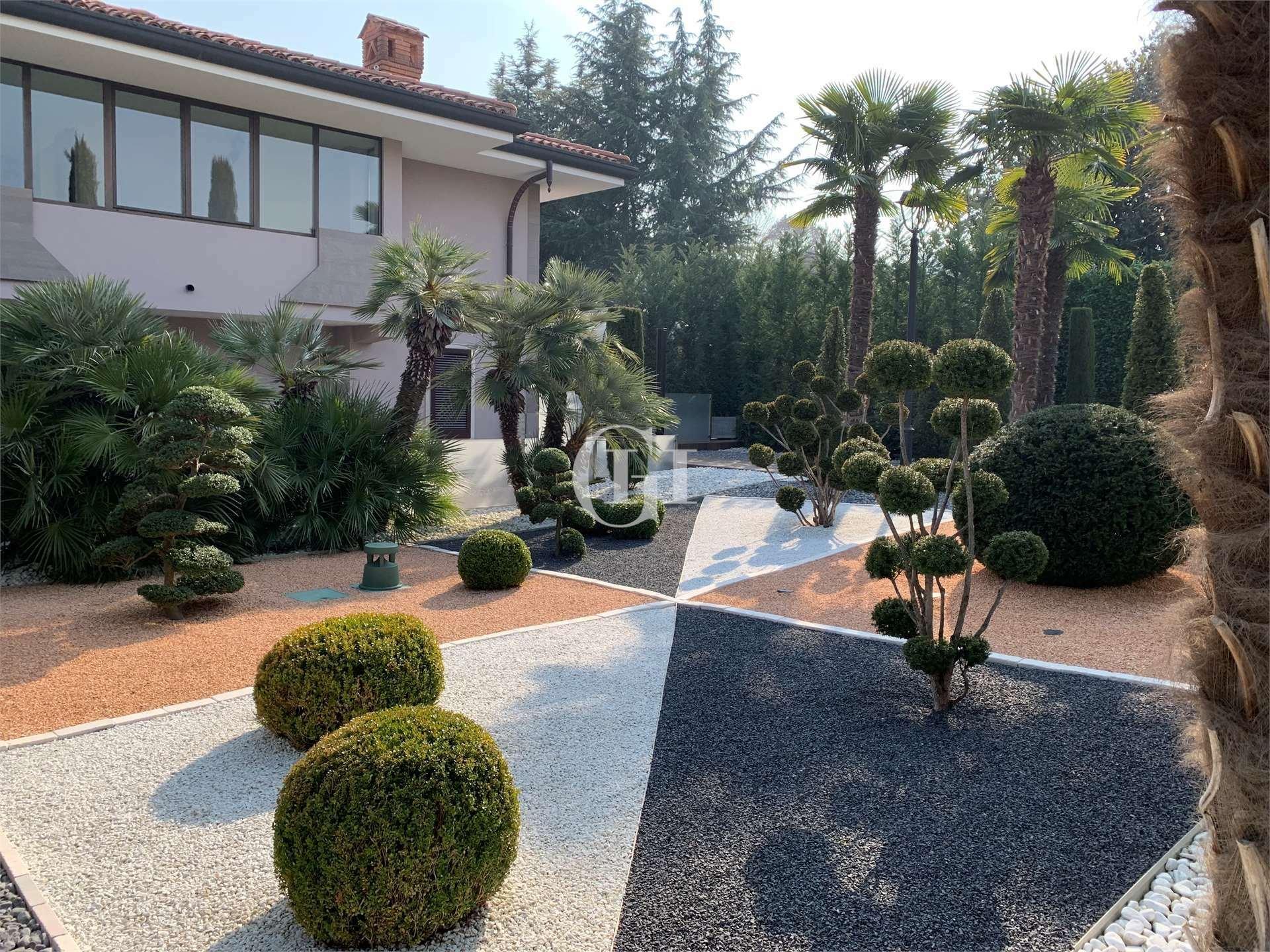 Villa in Padenghe sul Garda, Lombardy, Italy 1 - 11498821