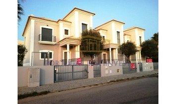Haus in Quarteira, Distrikt Faro, Portugal 1