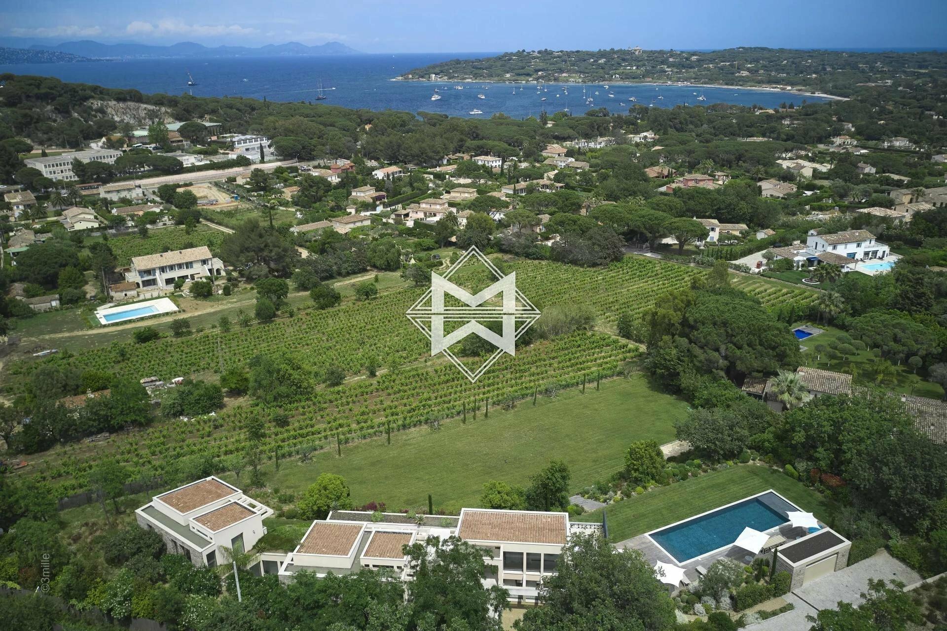 Villa in Saint-Tropez, Provence-Alpes-Côte d'Azur, France 1 - 11504221