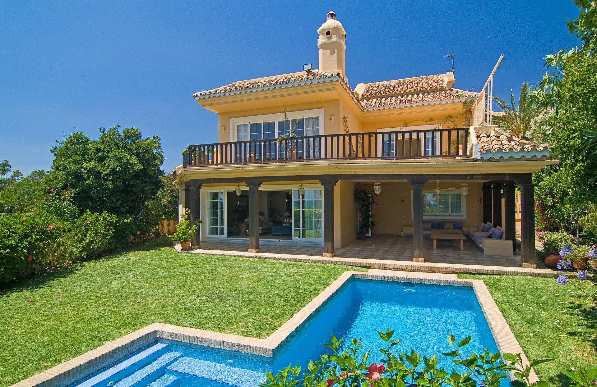 Villa in San Pedro de Alcántara, Andalusia, Spain 1 - 10566051