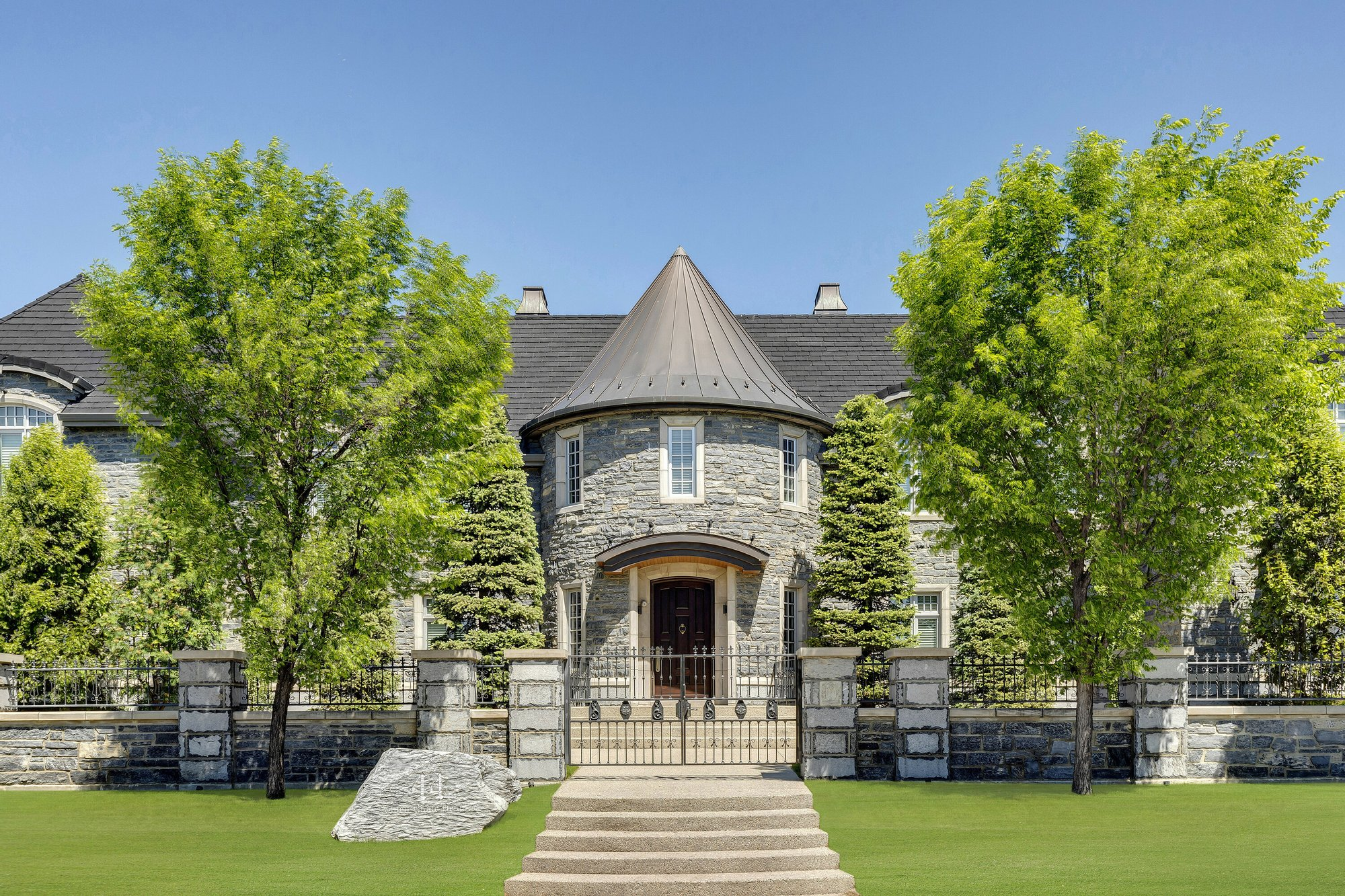 House in Calgary, Alberta, Canada 1 - 11365088